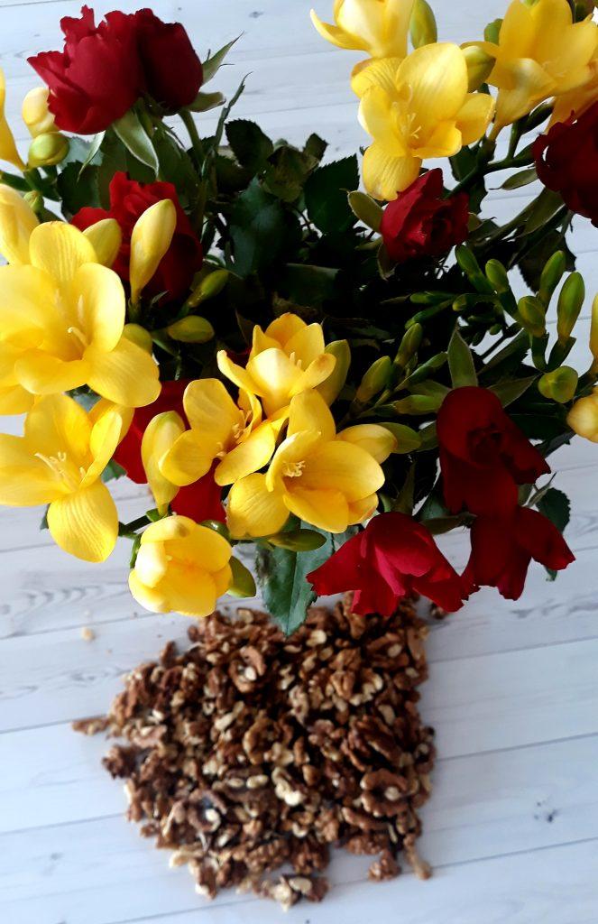 orzechy z kwiatami