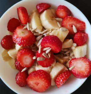 owsianka z truskawkami i bananem1
